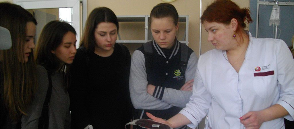Gimnazistai lankėsi Nacionaliniame kraujo centre