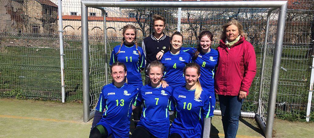 Sėkmingas startas merginų futbolo čempionate