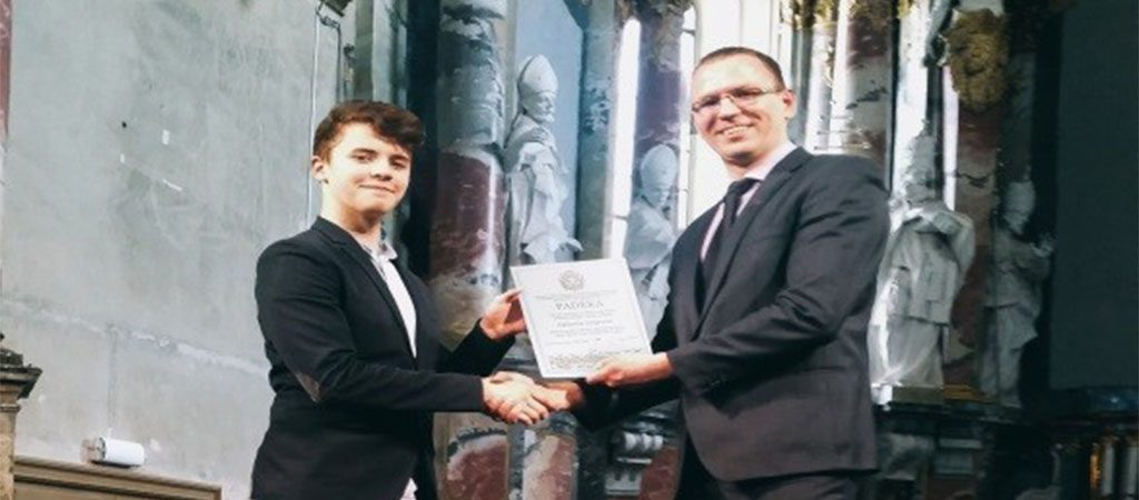 8d klasės mokinys Vidmantas Sinkevičius – Lietuvos mokinių meninio  skaitymo konkurso laureatas