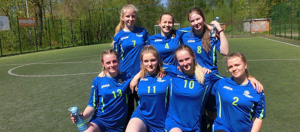 Turime merginų futbolo komandą!