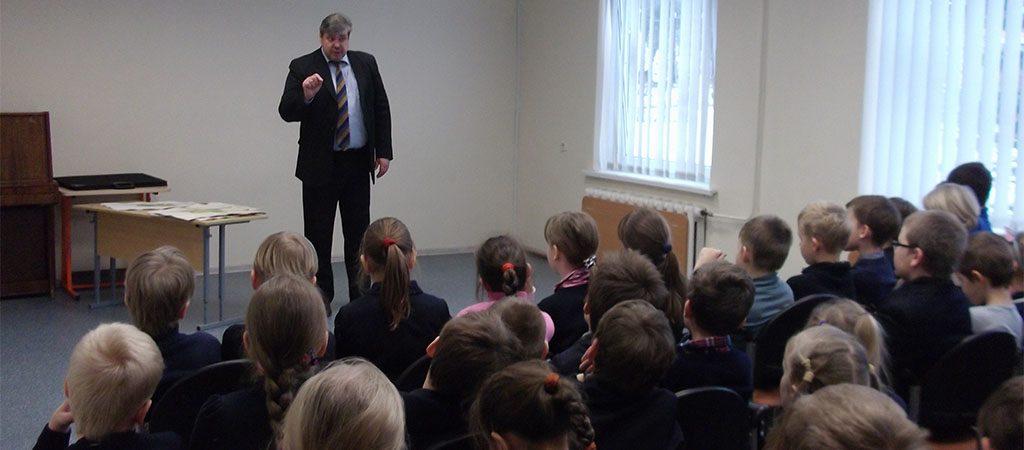 Mokykloje lankėsi aktorius Raimundas Lukšas