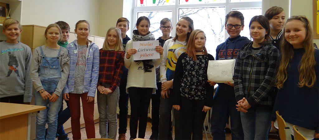 """Iniciatyva """"Žinutė Lietuvai"""" – mokinių sveikinimai šimtmečio proga"""