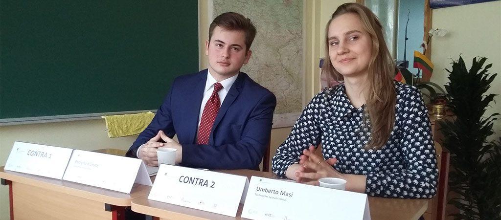 """Mokiniai dalyvavo projekto """"Tarptautiniai jaunimo debatai"""" finale"""