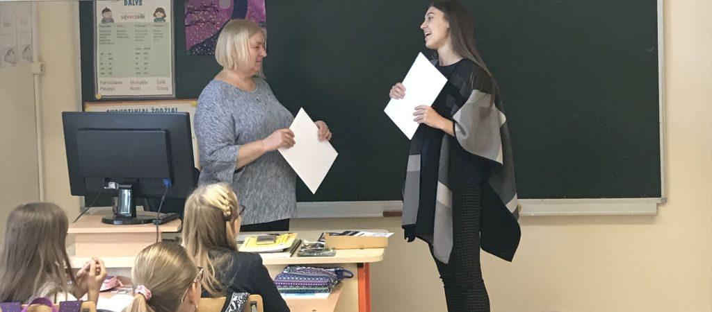 KINGS komanda lanko Lietuvos mokyklas