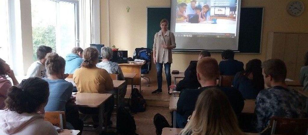 """Paskaita dvyliktokams apie platformą """"Pasaulio studentai"""""""