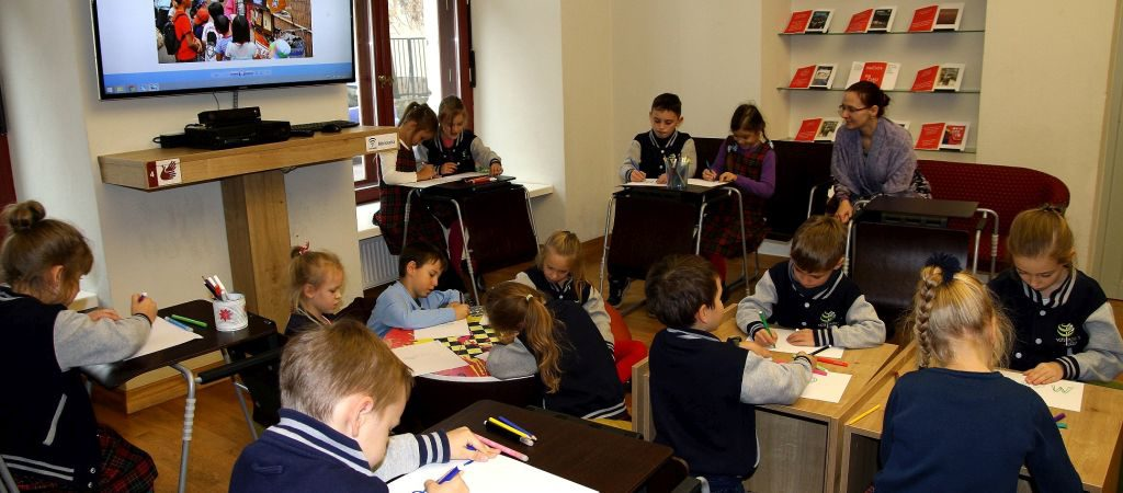 Pirmokų edukacinė išvyka į Adomo Mickevičiaus biblioteką