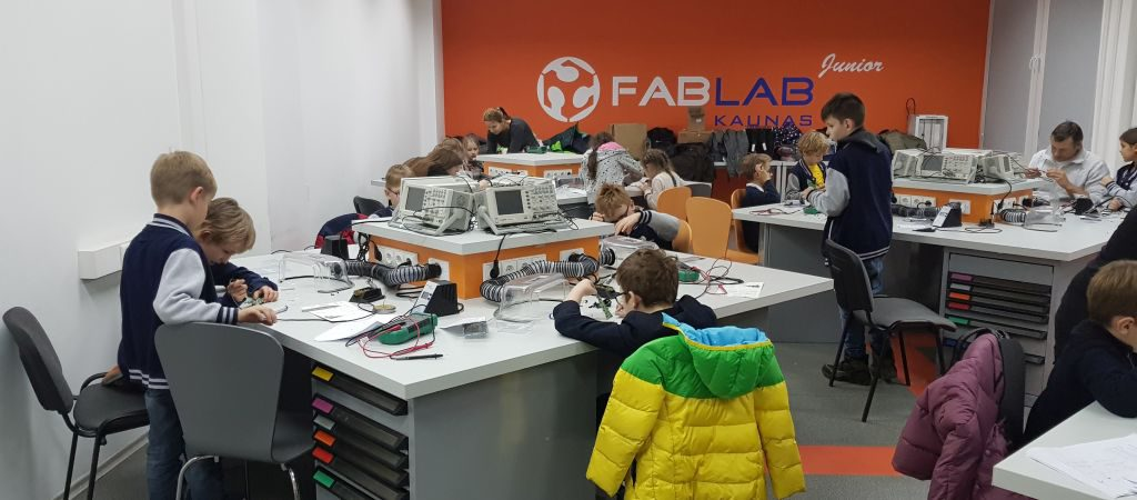 Technologinės idėjos, paverstos realybe, VGTU inžinerijos licėjaus antrokų (2a) pamokos KTU