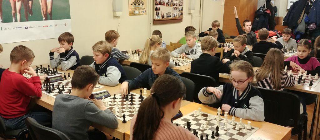 VGTU inžinerijos licėjaus pradinių klasių jaunųjų šachmatininkų sėkmė Vilniaus miesto varžybose
