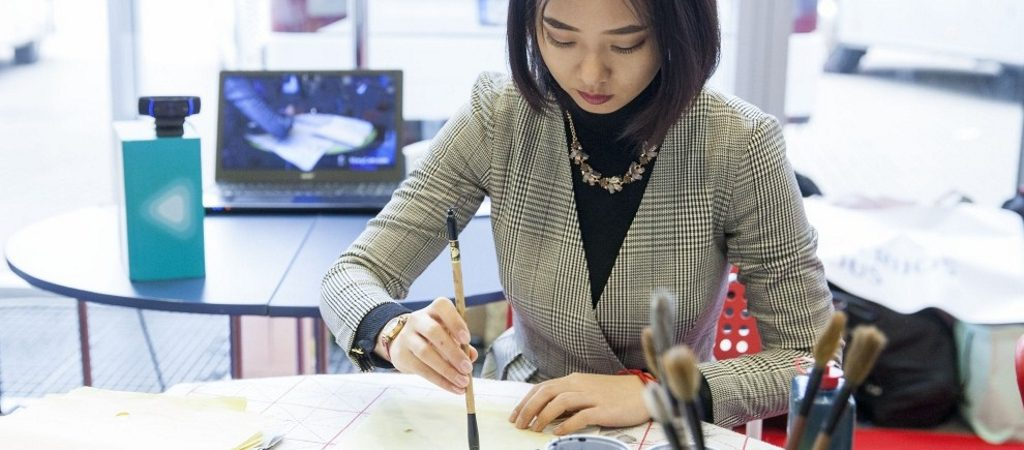 Į inžineriją – ir per kaligrafiją