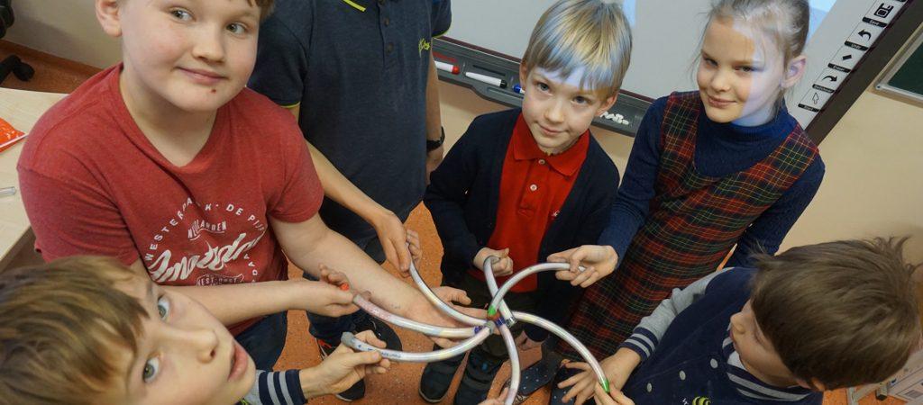 """3c ir 9c klasių mokinių bendradarbiavimo projektas """"Kūrybiškumo laboratorija: burtininko lazdele palietus"""""""