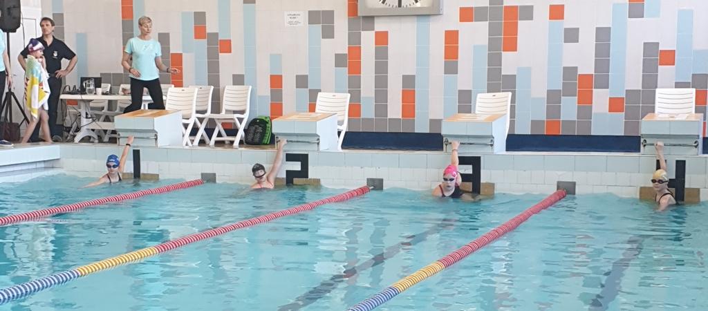 VGTU inžinerijos licėjaus pradinukai dalyvavo plaukimo varžybose
