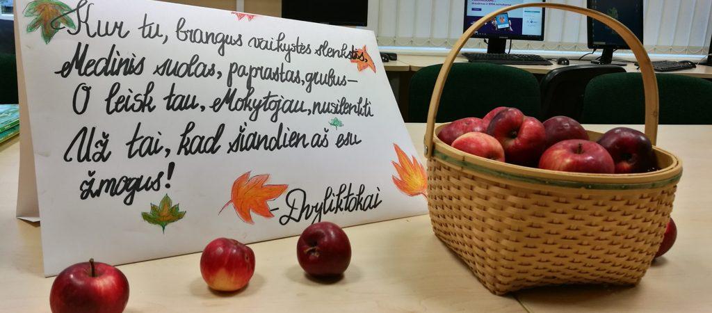 Brangūs Mokytojai, Jūsų darbo vertė neišmatuojama. Niekada tuo neabejokite ir būkite pasveikinti profesinės šventės proga!