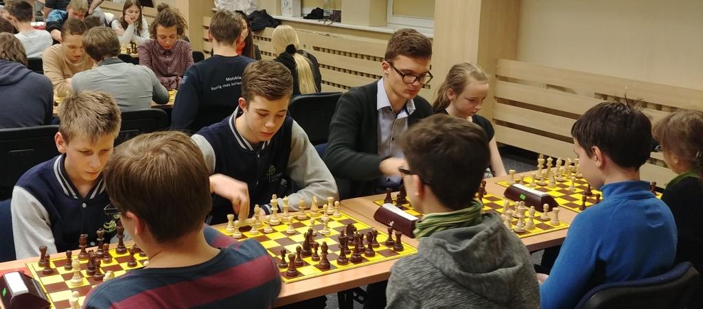 VGTU inžinerijos licėjaus pradinukai – šachmatų varžybų nugalėtojai