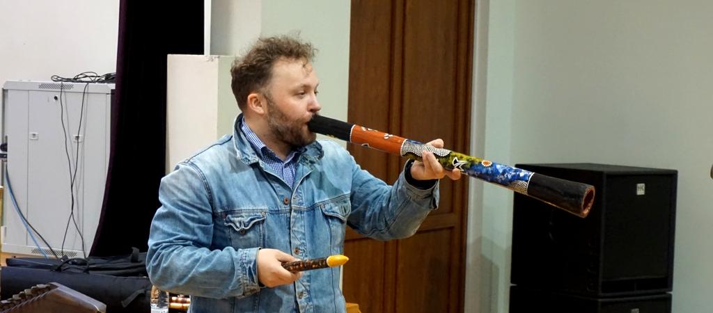 Edukacija su multiinstrumentalistu S. Petreikiu