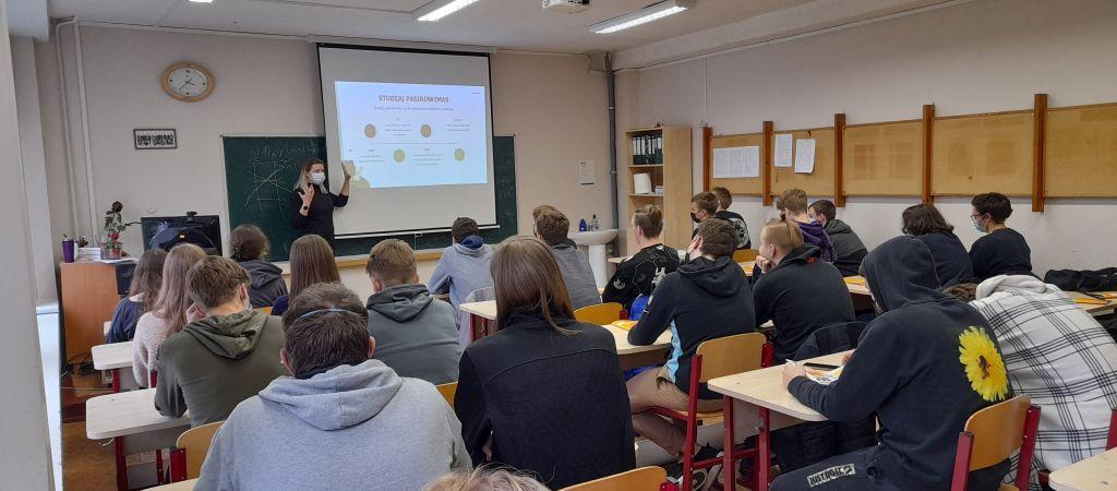 Paskaita apie studijų Europoje galimybes dvyliktų klasių mokiniams